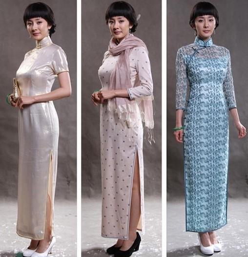 杨幂在《如意》中诠释了一代民国名媛,在服装造型上也有许多大胆调整和独一无二的尝试,精致的刺绣、盘扣,颜色的运用处处表现出设计者的独具匠心,把那个时代女性的高贵典雅凸现得淋离尽致,精致华丽的旗袍,不仅衬托出杨幂脱俗的气质,还将她姣好的身材展露无遗。